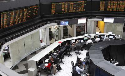 Bolsa de México baja 1,03 % tras caída en sectores de materiales e industrial