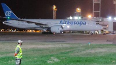 Pasajeros quedaron varados en aeropuerto por incumplir normativa de vuelo