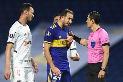 Boca y Atlético Mineiro empatan en otro juego muy polémico