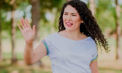 Elvira a Marcos Benítez: «Que alguien le avise que él es el candidato de quien compra cédulas»
