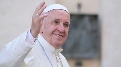 El papa Francisco sale del hospital diez días después de su operación