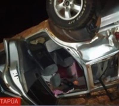 Aparatoso accidente deja varias personas heridas