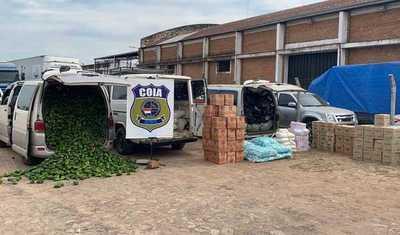 Aduanas incauta dos vehículos con mercaderías de contrabando en Juan León Mallorquín