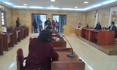 Concejales de CDE no sesionan y, se avizora paro general de transportistas