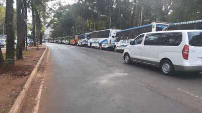 Empresarios del transporte realizan un paro en busca de la suba del pasaje en CDE