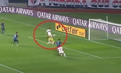 Blooper de Arias para el primer gol de São Paulo