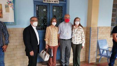 Hijas de Óscar Denis se reúnen con el enviado del Papa
