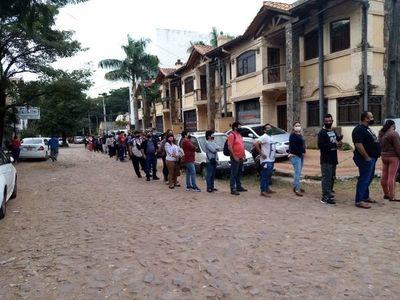 Tras liberación de terminación de cédula en algunos lugares, reportan masiva concurrencia en vacunatorio habilitado en Polideportivo de Cooperativa Lambaré