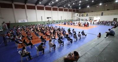 La Nación / Una importante cantidad de personas se inmuniza en la Secretaría Nacional de Deportes