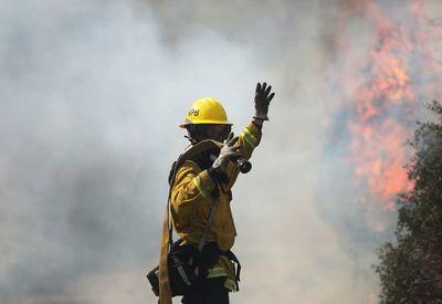 Bomberos logran grandes avances en gigantesco incendio de California