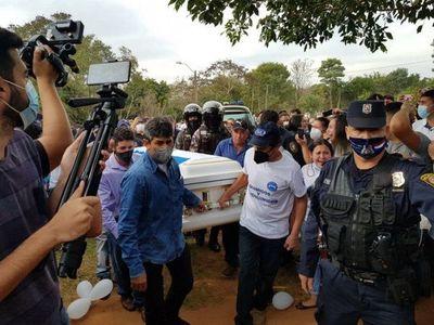 Familiares y amigos entierran a Leidy Luna, la joven fallecida en Miami
