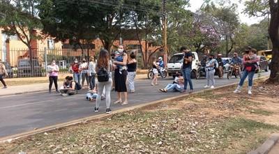 Madres lactantes exigen vacunación y cierran avenida Mariscal López