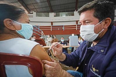 Advierten con sanciones a empresas que no dan permiso a sus empleados para vacunarse