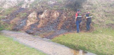 Mades fiscaliza destilería de caña que contamina arroyo en Quiindy