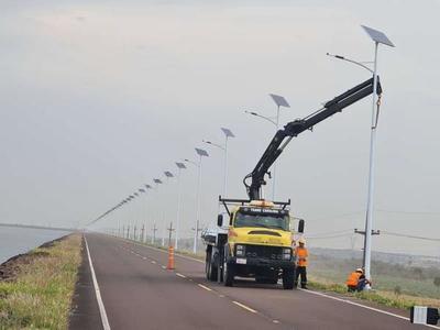 EBY instala moderno sistema de iluminación en zona de obras de Aña Cuá