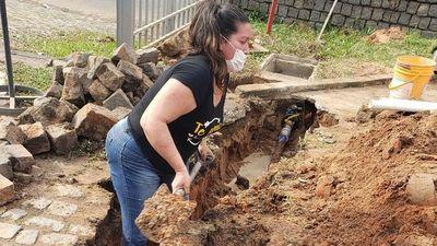 """Liz, la plomera valé de San Lorenzo: """"Es un trabajo pesado, pero yo puedo con todo"""""""