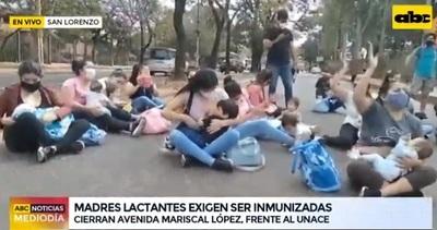 Madres lactantes menores de 35 años exigen vacunación en protesta
