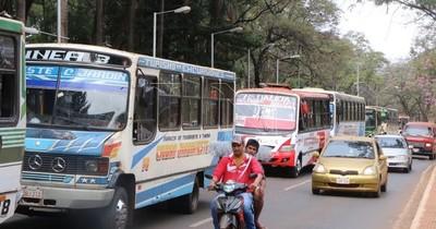 La Nación / Buses chatarra de CDE están en paro para exigir aumento del pasaje