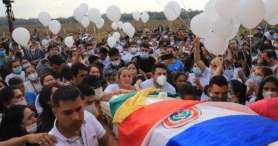 La Nación / Despiden a Leidy Luna en su última morada en Gral. Garay
