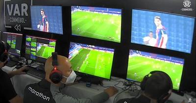 Suspenden a tres árbitros por gol mal anulado a Cerro