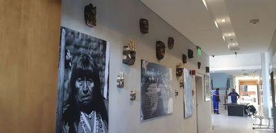 Maká: Polémica por uso de imagen de pueblo indígena para fines lucrativos