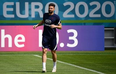 Paolo Maldini confirma la próxima llegada de Giroud al AC Milan