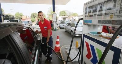 La Nación / Instan a Petropar a bajar sus precios para motivar la vacunación masiva