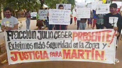 POBLADORES DEL KM 8 DE CDE EXIGEN JUSTICIA Y SEGURIDAD