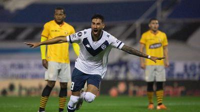 Vélez Sarsfield logra una ventaja mínima ante Barcelona