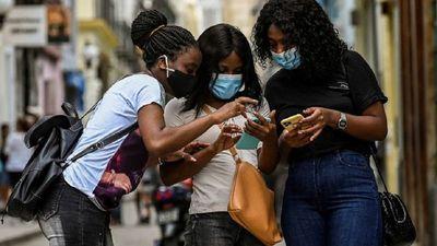 Sin nuevas protestas, Cuba pendiente de los detenidos y regreso de internet