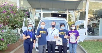 La Nación / Hyundai Motor Company dona camión a indígenas