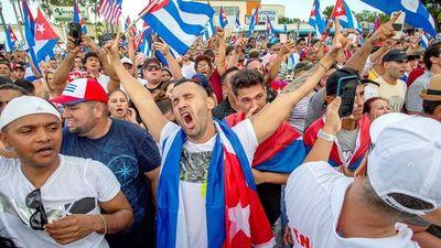 Opositores cubanos eluden bloqueo de internet, mientras sigue opresión