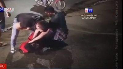 A los golpes, capturan a joven tras robo en Villa Elisa