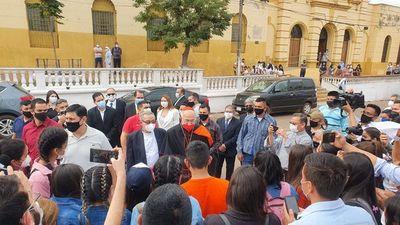 Cardenal López habló con  hijas del ex vicepresidente  Denis en Concepción