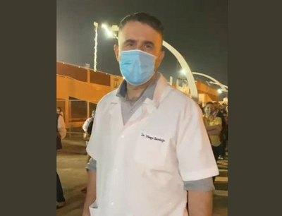 "Crónica / Doctor se volvió viral con ""video-vacunate"""