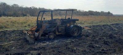 Grupo ACA-EP presuntamente incineró un tractor en estancia de Concepción