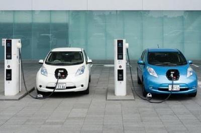 UE lanza plan verde para poner fin a motores de combustión a partir de 2035