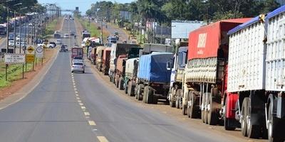 Alto Paraná: Camioneros continúan protestas contra suba del combustible