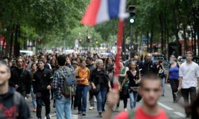 Miles de personas protestan contra el certificado sanitario anticovid en Francia