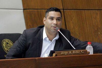 Diputado anuncia proyecto para multar a redes sociales