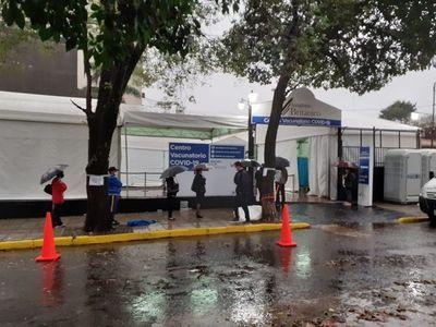 Vacunación: Personas que acudan a Centro de Convenciones Mariscal no formarán filas peatonales bajo lluvia, afirman