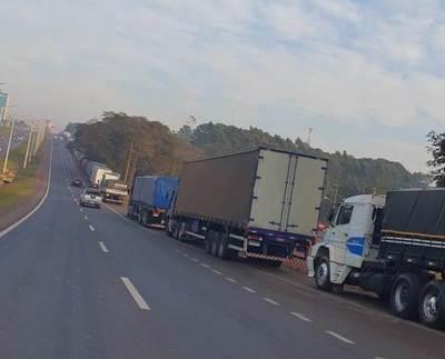 En Alto Paraná, camioneros protestan por excesiva suba del precio del combustible