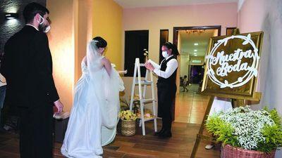 """Experta en bodas jodió a novios: """"Borró todas sus redes y nos bloqueó"""""""