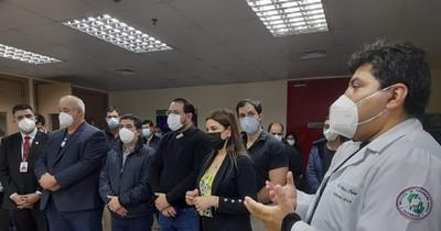 La Nación / Vicepresidente visitó el HIRAP y negó que esté haciendo campaña electoral