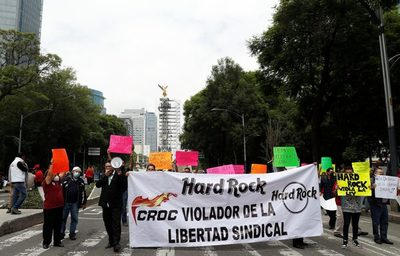 Blindan la Embajada de EE.UU. en México por una protesta contra Hard Rock
