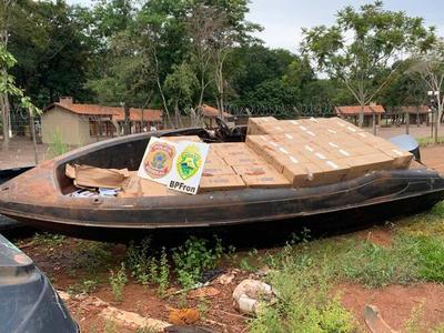 Desmantelan PUERTO CLANDESTINO y decomisan cigarrillos de CONTRABANDO en el Lago de Itaipú