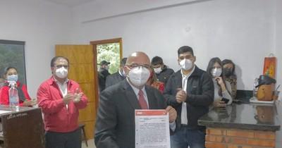 La Nación / Tomás Olmedo inscribió candidatura a intendente con sus concejales para Ñemby