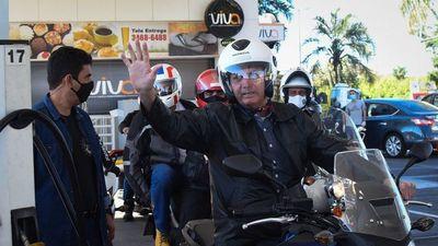 Vinculan a grupos bolsonaristas a escándalos de vacunas en Brasil