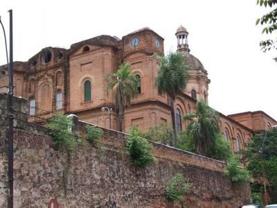 Malvivientes robaron todo el sistema de iluminación exterior de la Iglesia La Encarnación