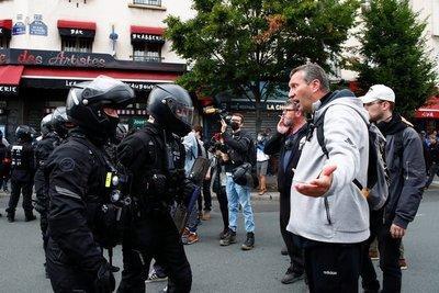 Fuertes protestas en Francia y Grecia contra vacunación obligatoria